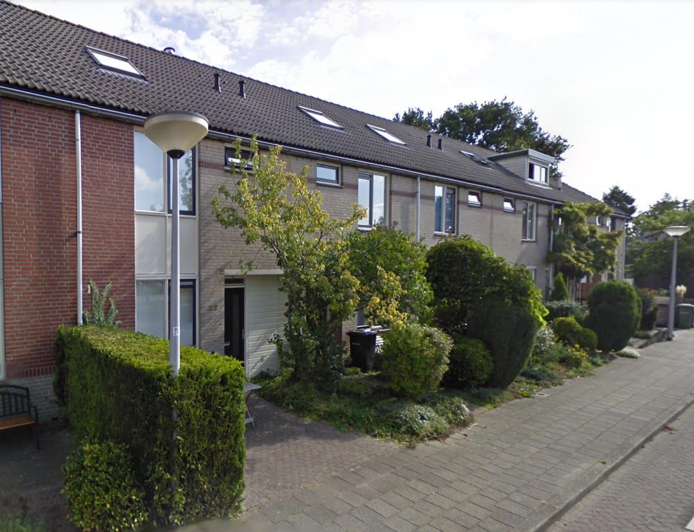 Te Koop: Heerlijk jaren 80 familiehuis, type tussenwoning in de Muziekwijk te Amersfoort.